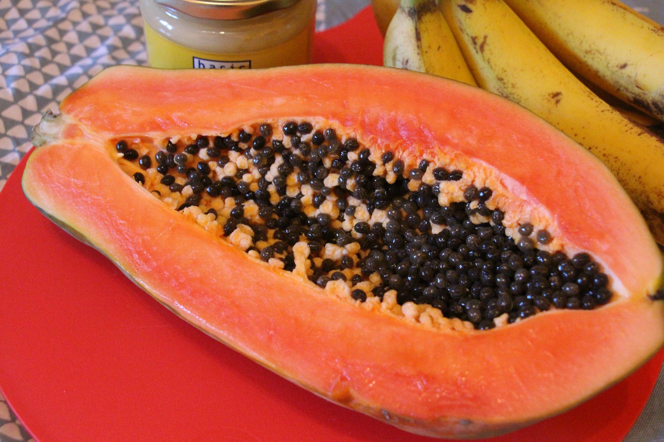 selbstgemixt: Gesichstpeeling mit Banane und Papaya für trockene Haut