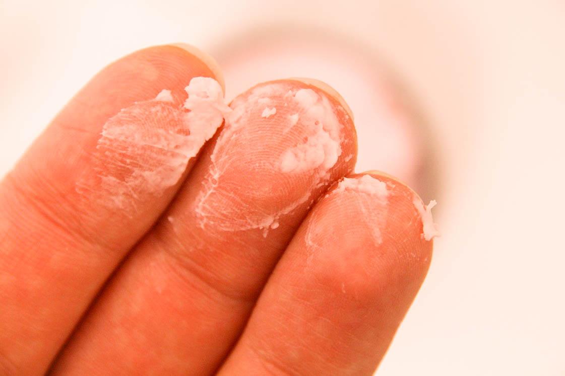 Monatsfavoriten Januar 2018 Lavera Intense Nail Cream Textur Das
