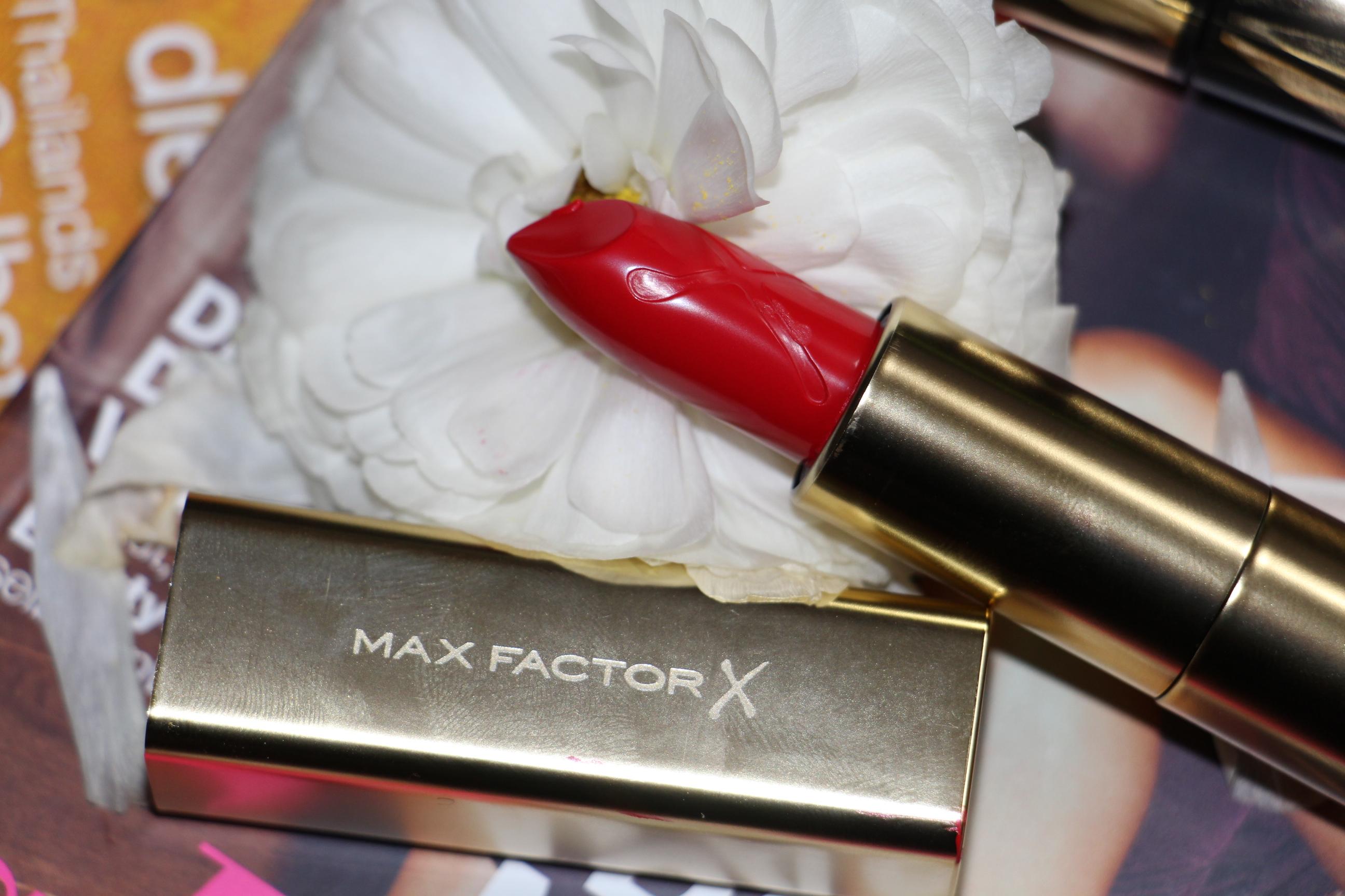 Rote Lippen soll man küssen ;-) und der Glow für die Wagen darf auch nicht fehlen mit Max Factor