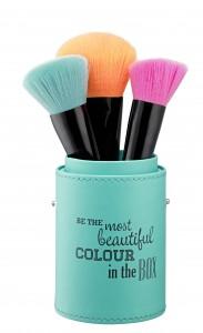 ess. make me pretty Brush Box