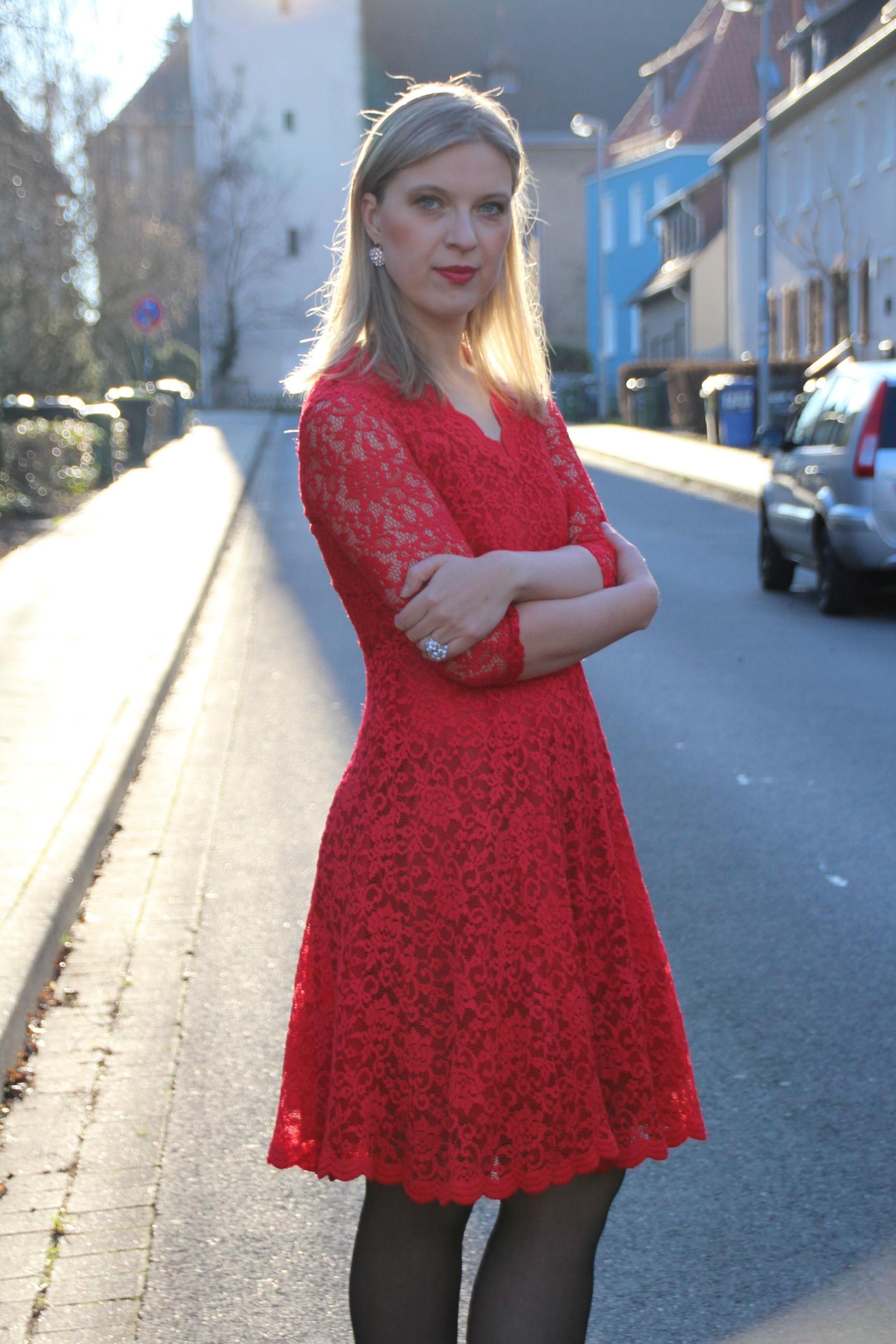 rotes Kleid_Straße