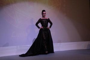 Adulari_schwarzes langes Kleid