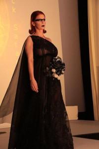 Adulari_schwarzes langes Kleid_Schleppe
