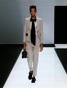 fswmi02.01fr-giorgio-armani-womenswear-fw16-17_-01-highres