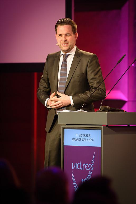 Das Leben ist schön_Victress Award 2016_Moderator Matthias Killing
