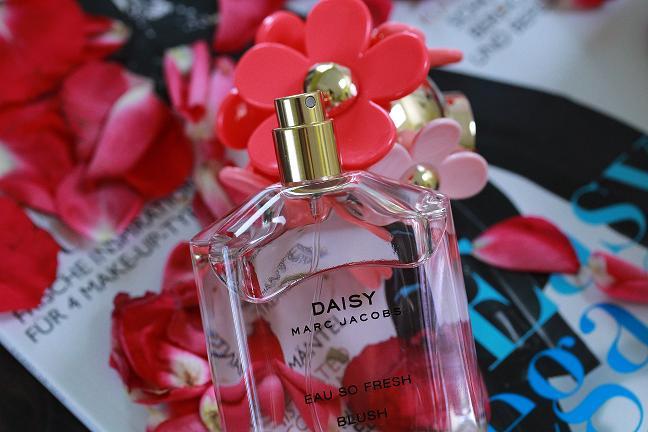 Marc Jacobs_Daisy_Eau so fresh Blush_liegend