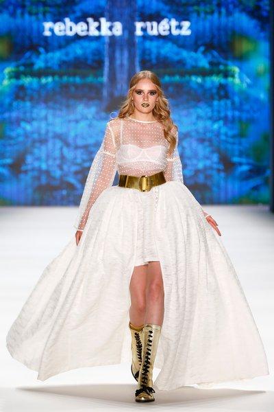 fsfwbe32.01f-fashion-week-berlin-f-s-17---rebekka-ru-tz