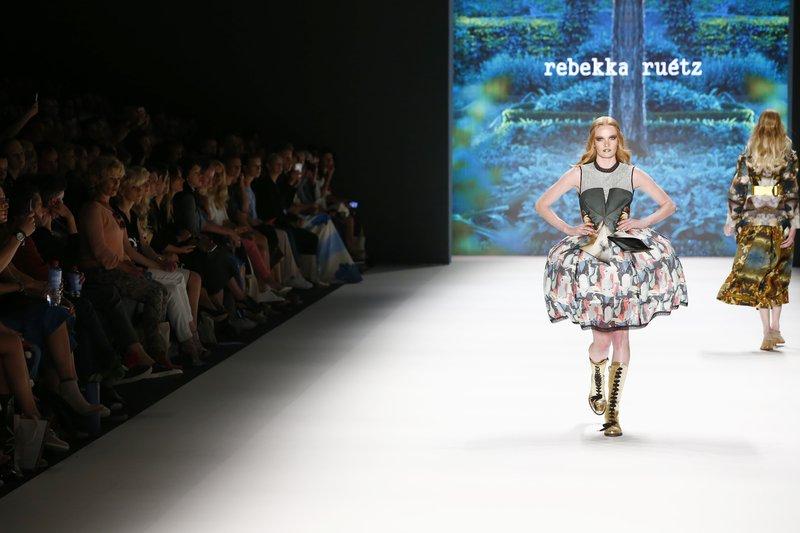 fsfwbe32.11f-fashion-week-berlin-f-s-17---rebekka-ru-tz