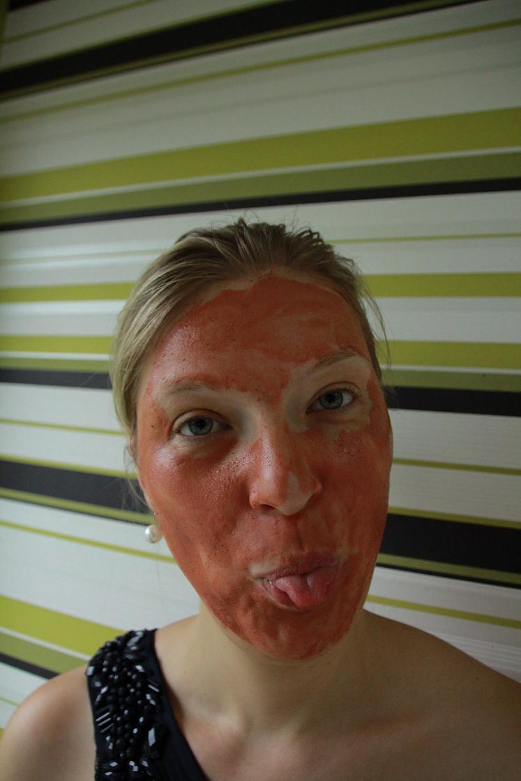Loreal_Paris_Tonerde absolue_Peelingsmaske fuers Gesicht_14