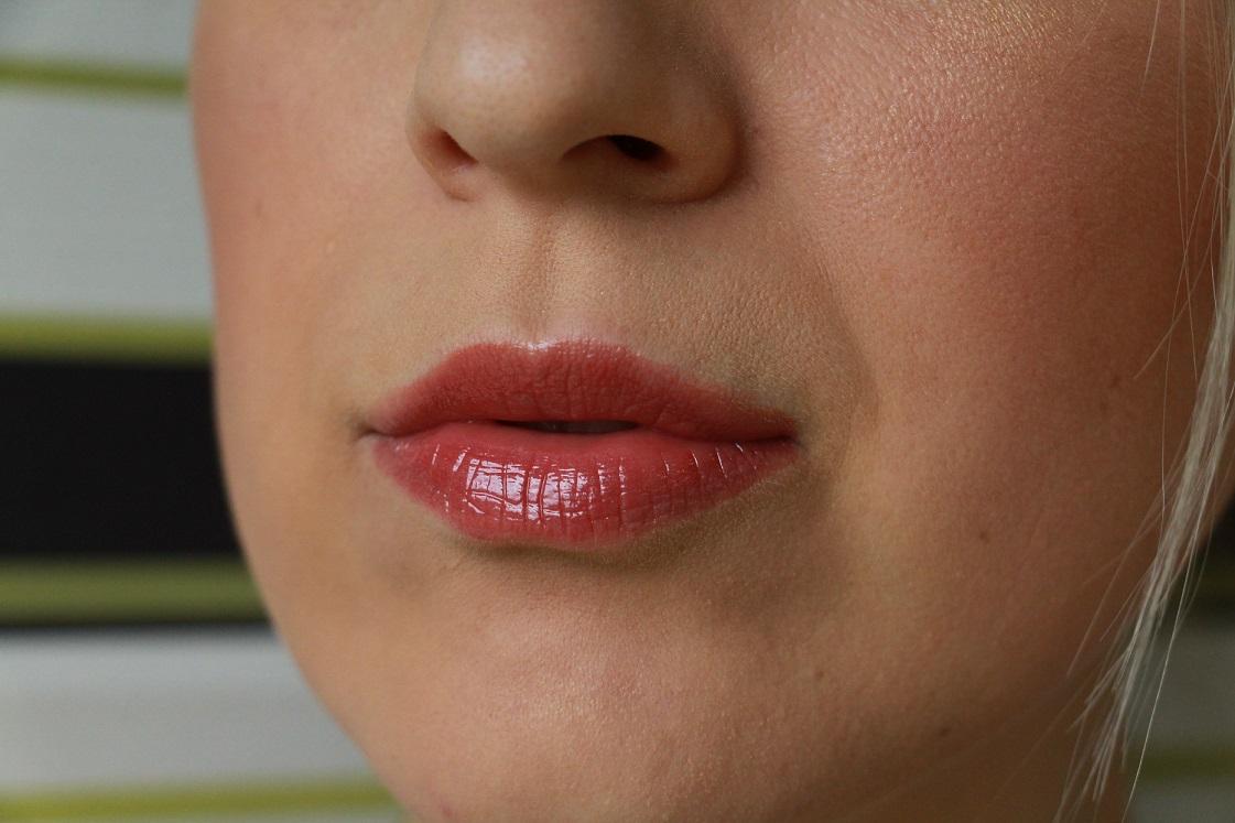 Neuheiten catrice_Herbst Winter 2016_Tragebild Shine Appeal Fluid Lipstick Intense