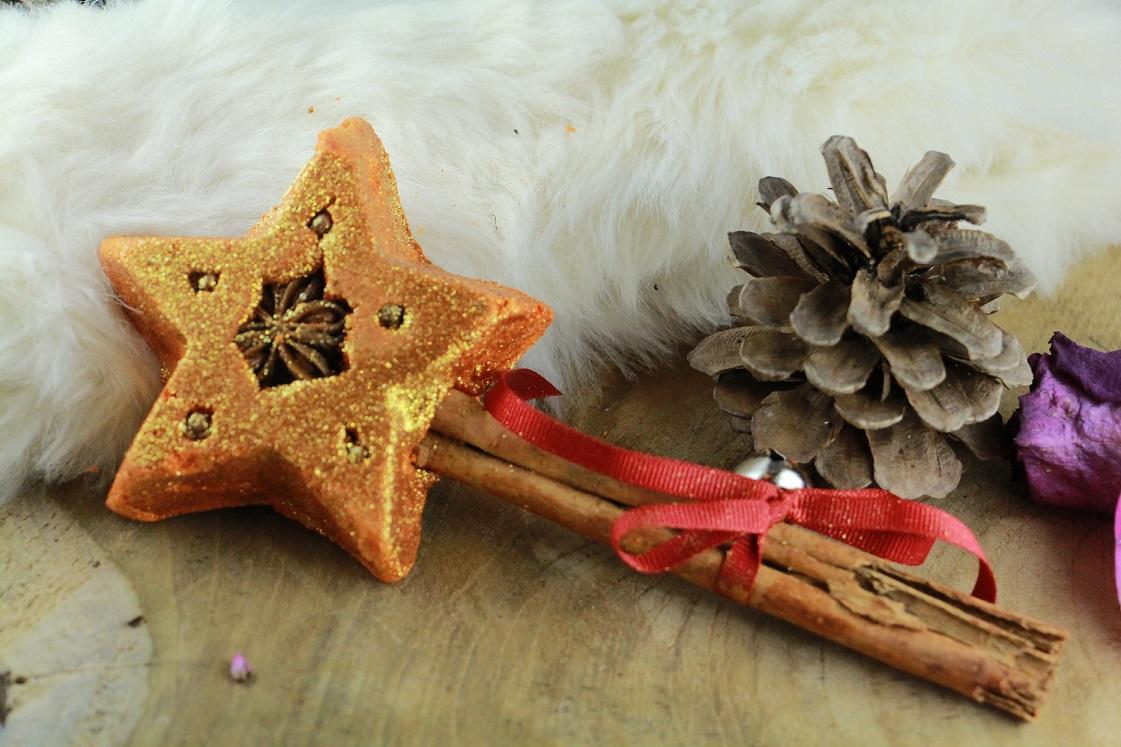 weihnachtsstimmung-in-der-badewanne_lush_2016_christmas-wand_komplett