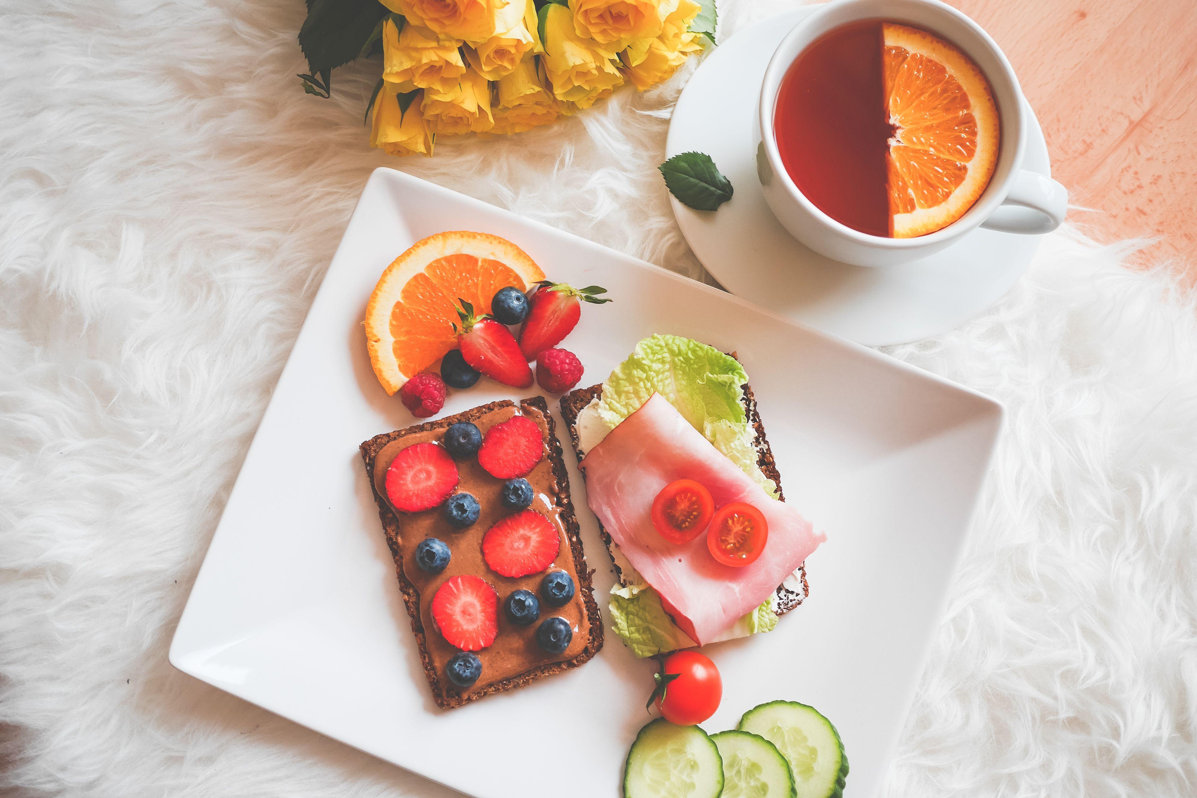 lazy-sunday-healthy-breakfast-picjumbo-com