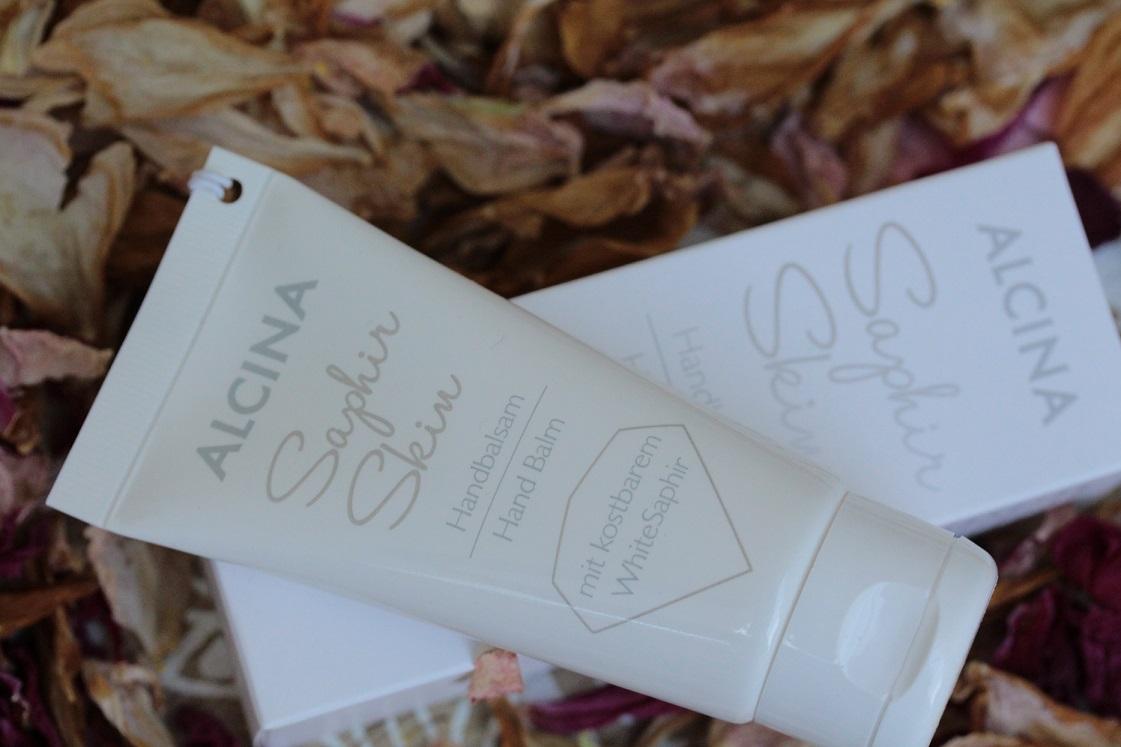 ALCINA-auswahl-leblingsprodukte-saphir-skin-handcreme-liegend-das-leben-ist-schoen