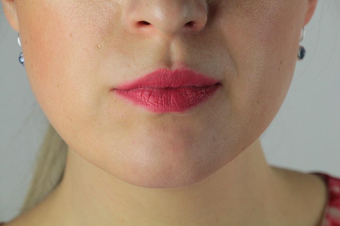 L'Orèal-Color Riche-Matte-Addiction-Lippenstifte-241_007-pink-a-porter-das-leben-ist-schoen