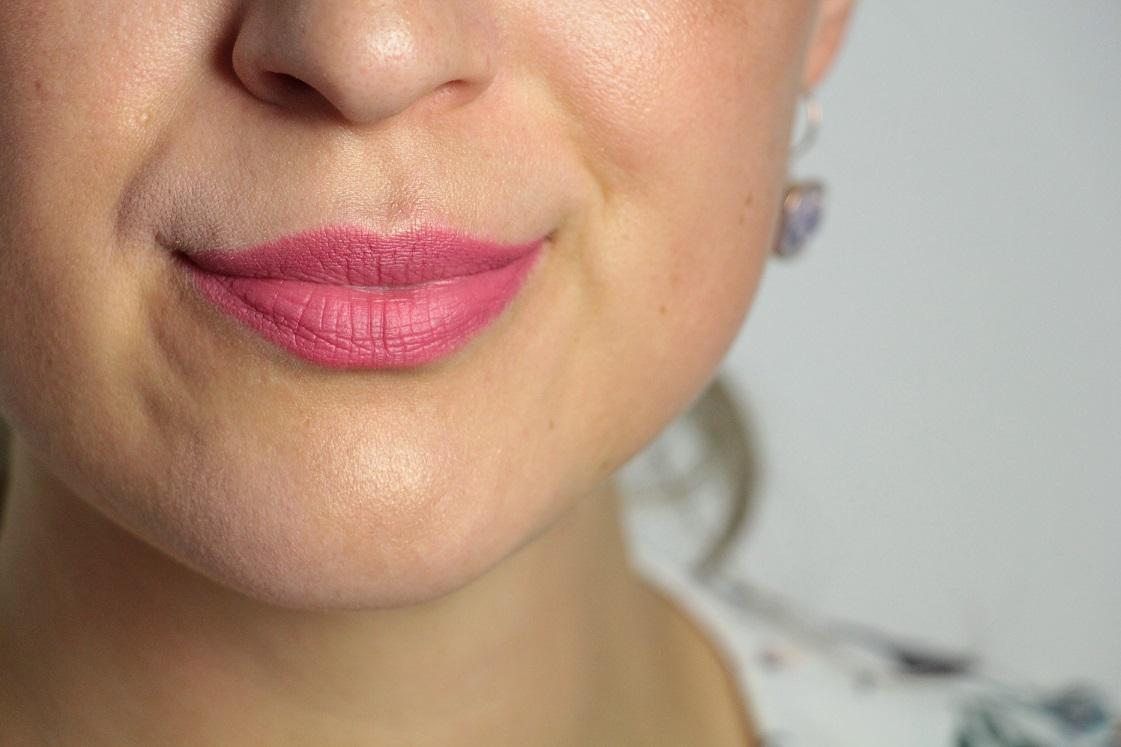 L'Orèal-Color Riche-Matte-Addiction-Lippenstifte-Pinktöne-104_007-das-leben-ist-schoen