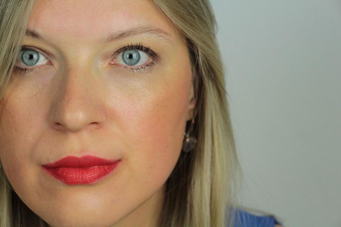 L'Orèal-Color Riche-Matte-Addiction-Lippenstifte-Retro-Red-344_021-das-leben-ist-schoen