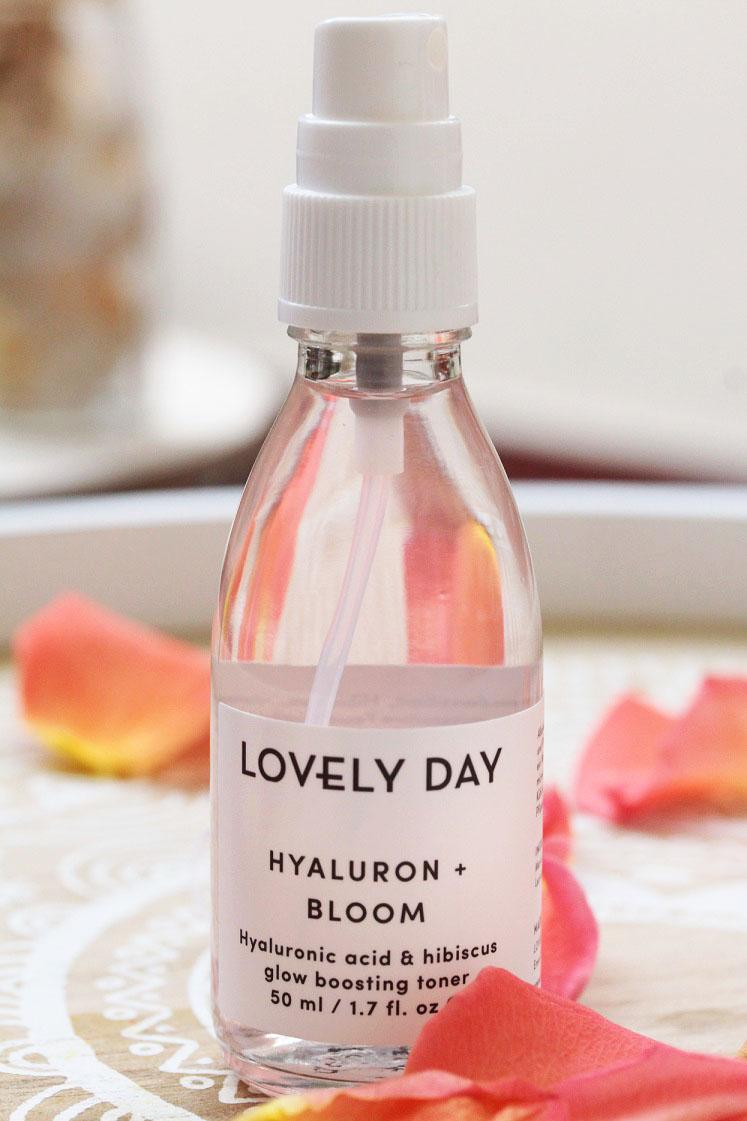 monatsfavoriten-july-2017-lovely-day-botanicals-hochkant-hyluron-bloom-das-leben-ist-scohen