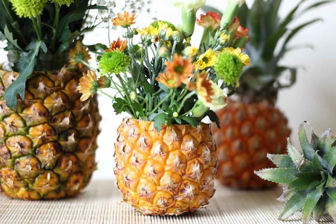 klicks-des-monats-august-2017-DIY-Sommerdeko-ananas-vorne-blumenvase-mary-loves-das-leben-ist-schoen