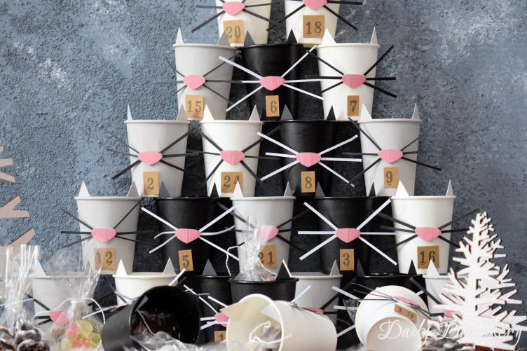 adventskalender-selber-machen-diy-Pappbecher-Katzen-Weihnachten-daily-dreamery-das-leben-ist-schoen