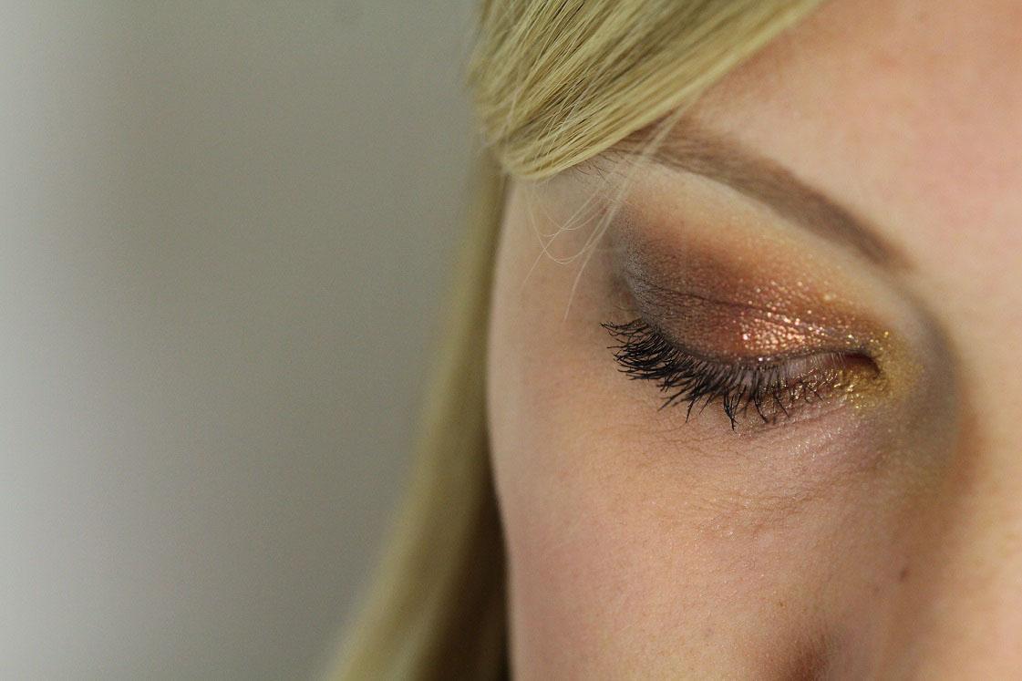blogparade-glitter-alltagslook-augen-make-up-links-das-leben-ist-schoen