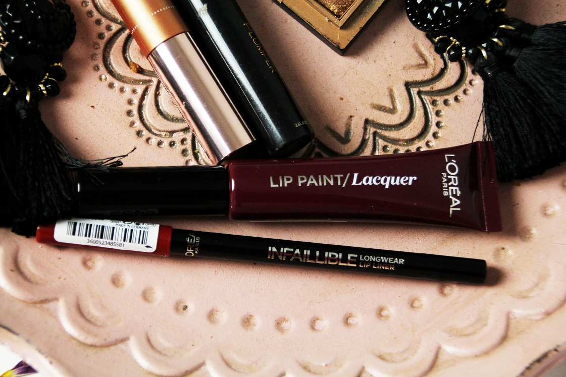 blogparade-glitter-alltagslook-lippen-loreal-lip-paint-lacquer-dracula-blood-das-leben-ist-schoen