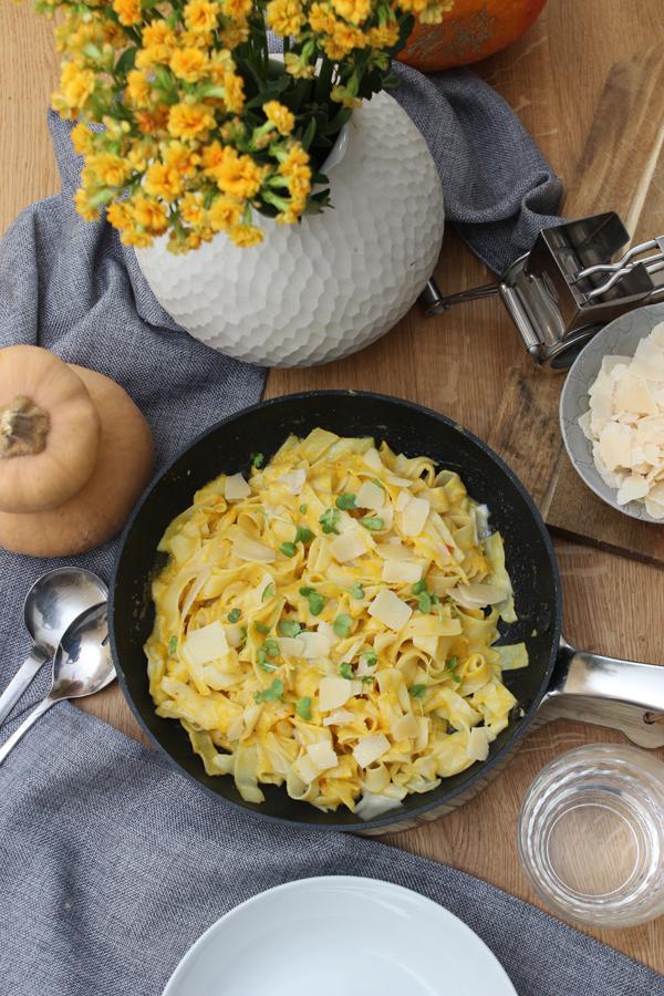 koestliches-mit-kuerbis-Herbst-rezept-butternut-kuerbis-tagliattelle-komplett-blogzeit-39-das-leben-ist-schoen
