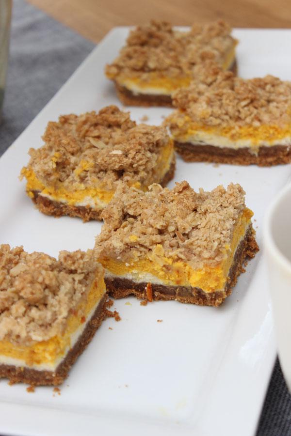 koestliches-mit-kuerbis-kuerbis-herbst-rezept-cheesecake-bars-mit-zimt-haferflocken-steuseln-blogzeit-39-das-leben-ist-schoen